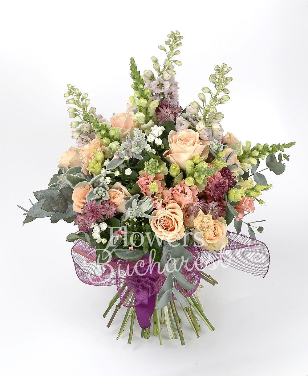 15 cream rose, 3 delphinium, 5 white antirrhinum, 5 pink lisianthus, 7 white bouvardia, 5 pink bouvardia, greens astranția, greenery