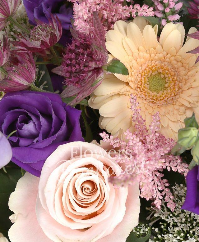 7 trandafiri crem, 5 cale mango, 3 gerbera crem, 3 mathiolla alba, 3 lisianthus mov, 2 eryngium, 5 trachelium alb, 5 astilbe roz, 5 veronica roz, cymbidium verde, astranția grena, eucalypt, cuib