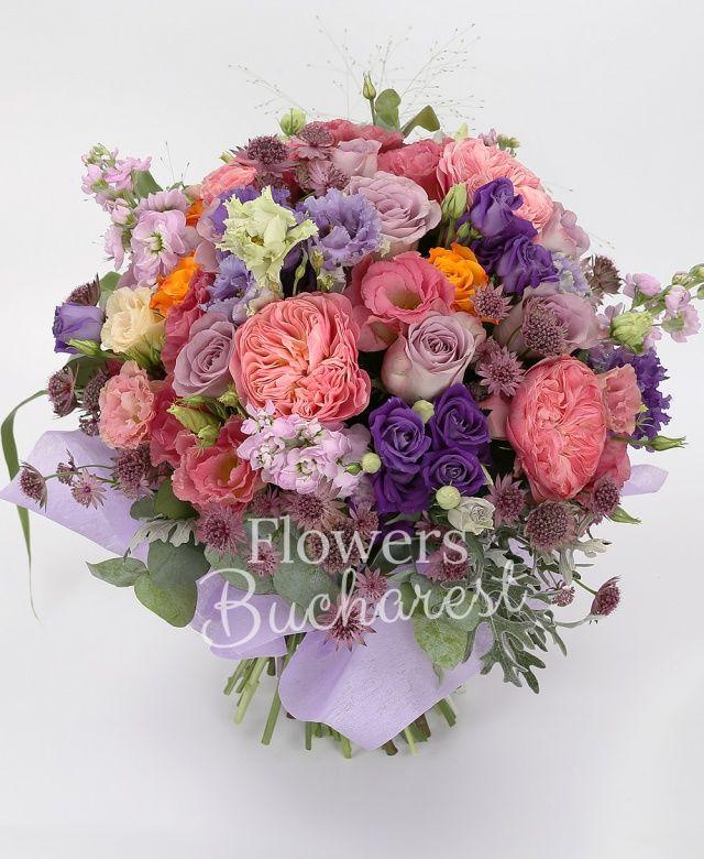 5 trandafiri piano, 9 trandafiri mov, 4 trandafiri portocalii, 5 mathiolla mov, 5 lisianthus mov, 3 lisianthus roz, astranția grena, senecio, panicum, eucalypt