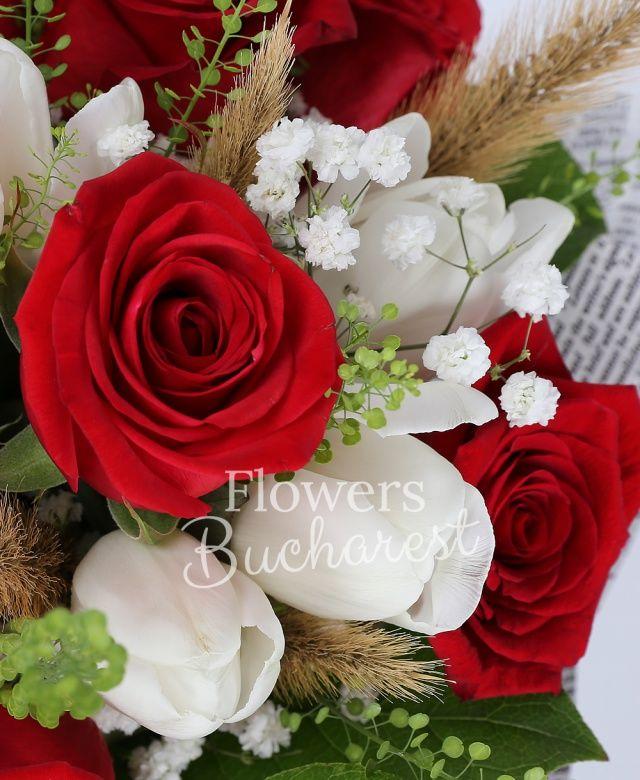 9 trandafiri rosii, 10 lalele albe, gypsophila, papura, salal