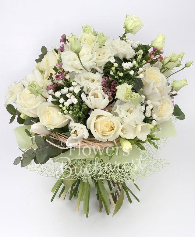 6 trandafiri albi, 4 lisianthus alb, 7 lalele albe, 4 bouvardia alba, 7 frezii albe, waxflower roz, eucalypt, cuib