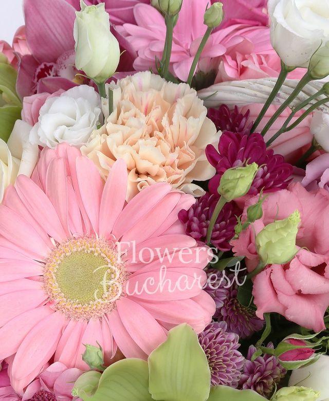 4 trandafiri cyclam, 4 trandafiri roz, 4 gerbera roz, 2 miniroze roz, 3 lisianthus alb, 2 santini roz, 2 lisianthus roz, 2 alstroemeria mov, 2 garoafe cyclam, 2 garoafe crem, cymbidium verde, cymbidium grena, coș