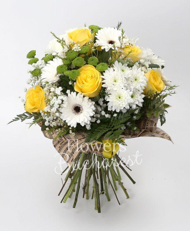 7 trandafiri galbeni, 4 crizanteme albe, 7 gerbera alba, 5 santini verde, gypsophila, waxflower alb