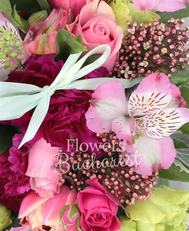 5 trandafiri roz, 2 alstroemeria roz, lisianthus verde, 5 lalele roz, 3 garoafe grena, panicum, sticky, brunia, cutie