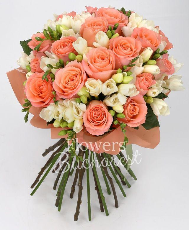 19 trandafiri roz, 40 frezii albe