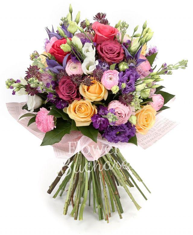 4 trandafiri crem, 4 trandafiri cyclam, 4 trandafiri mov, 4 trandafiri lila, 6 matthiola mov, 4 astranția rosii, 2 lisianthus roz, 2 lisianthus alb, 7 ranunculus roz, 2 clematis, 2 lisianthus mov, 2 liatris mov, salal
