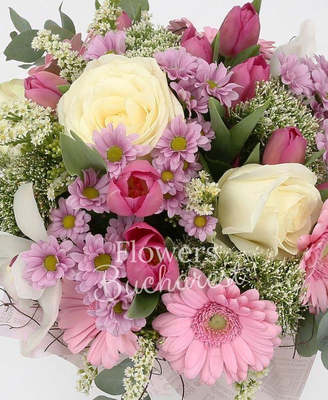 5 trandafiri albi, 10 lalele roz, 5 gerbera roz, 3 trachelium alb, 5 santini margaretă roz, cymbidium alb, 2 solidago, eucalypt, cuib