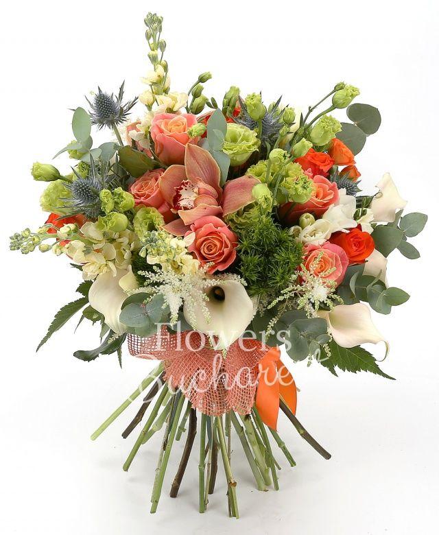 10 trandafiri miss piggy, 5 miniroze portocalii, 5 cale albe, 5 trandafiri portocalii, 5 lisianthus verde, 5 matthiola crem, 10 frezii albe, 2 eryngium, 5 garoafe verzi, cymbidium grena, eucalypt, salal
