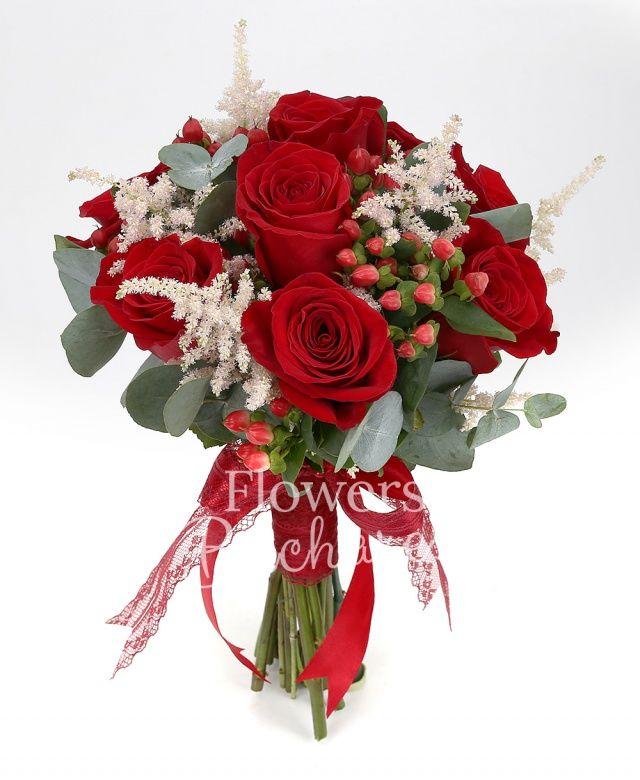 9 trandafiri rosii, 5 astilbe roz, 5 hypericum roșu, eucalypt
