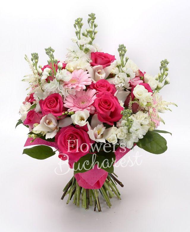 15 trandafiri cyclam, 9 gerbera roz, 7 matthiola alba, 20 frezii albe, 5 astilbe albe, cymbidium alb, salal