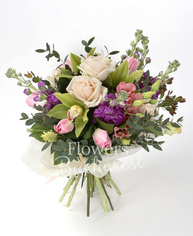 5 trandafiri crem, 5 matthiola mov, 5 lalele roz, 2 lisianthus roz, cymbidium verde, eucalypt, parviflora, salal