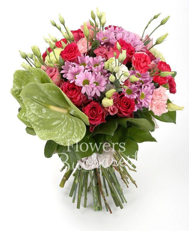 7 trandafiri cyclam, 5 crizanteme margarete roz, 2 anthurium verde, 7 lisianthus roz, 7 garoafe roz, 5 miniroze cyclam, cymbidium roz, salal