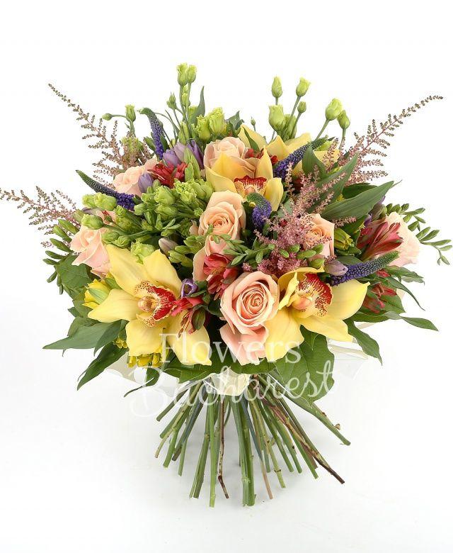 9 trandafiri crem, 6 alstroemeria roșie, 10 frezii mov, 5 astilbe roz, 10 veronica mov, 6 lisianthus verde, 5 alstroemeria galbene, cymbidium galben, salal