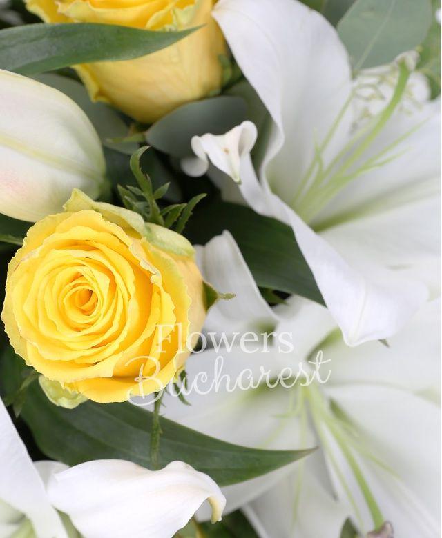 9 trandafiri galbeni, 4 crini albi, eucalypt