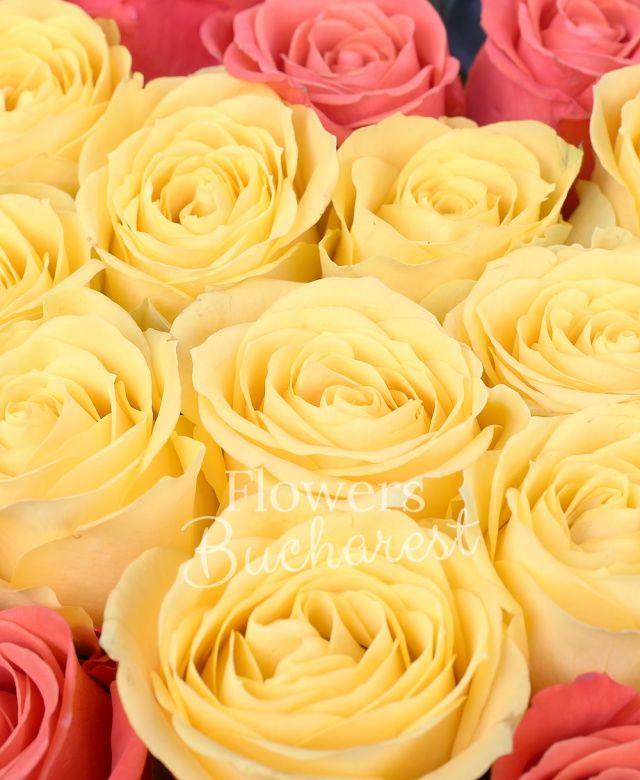 15 trandafiri portocalii, 10 trandafiri galbeni, ruscus, cutie inima
