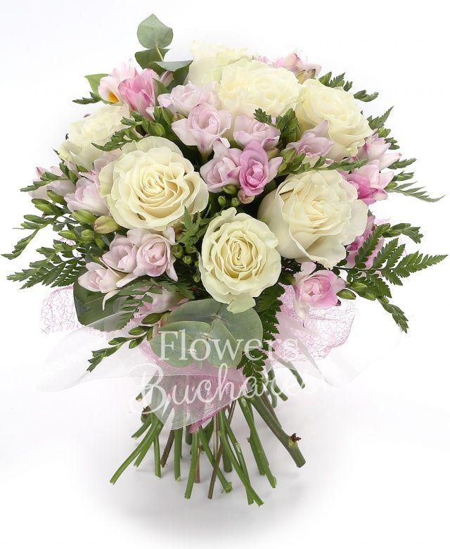 7 trandafiri albi, 20 frezii roz, ferigă, eucalypt, salal