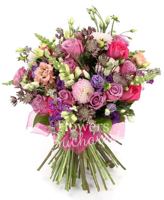 10 trandafiri mov, 5 trandafiri cyclam, 7 anthurium alb, 5 matthiola mov, 7 astranția mov, 5 lisianthus roz, 5 lisianthus mov, 7 dalii roz, salal, ferigă