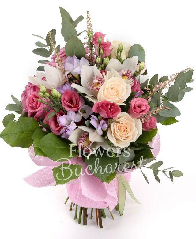 3 trandafiri crem, 5 lisianthus roz, 3 trandafiri mov, 5 astilbe roz, 5 frezii mov, cymbidium alb, eucalypt, salal