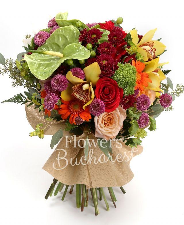 2 anthurium verde, 2 crizanteme rosii, 4 santini roz, 4 alstroemeria roșie, 4 gerbera portocalie, 4 hypericum verde, 2 trachelium verde, 2 garoafe crem, 4 trandafiri rosii, cymbidium, eucalypt, bupleurum