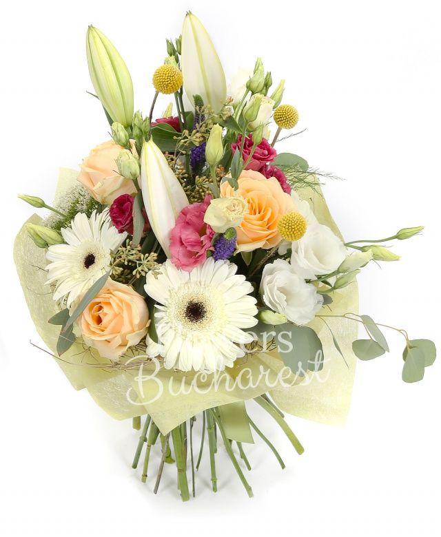1 crin alb, 3 trandafiri peach, 3 lisianthus alb, 3 lisianthus roz, 3 gerbera alba, 5 veronica, 3 craspedia, 3 trachelium alb, eucalypt, asparagus, cuib