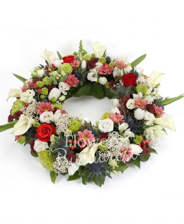 10 cale albe, 5 anthurium alb, 5 lisianthus verde, 5 lisianthus alb, 20 lalele albe, 5 sedum, 10 rice flower, 10 hypericum, 5 crizanteme, 3 eryngium, 5 trandafiri rosii, suport colac