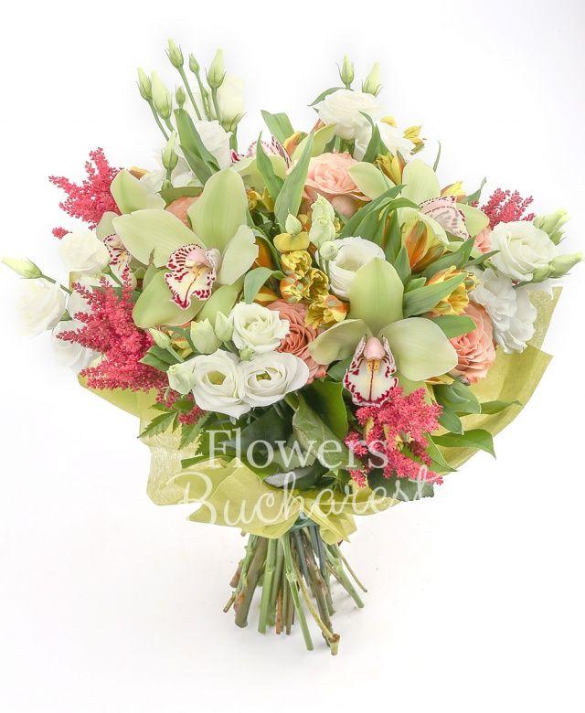 5 trandafiri cappuccino, 5 lisianthus alb, 5 alstroemeria galbenă, cymbidium verde, 5 astilbe grena, salal