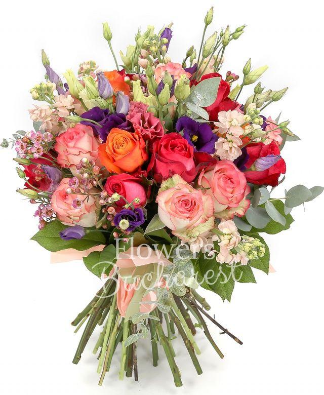 10 trandafiri roz, 5 trandafiri cyclam, 3 trandafiri portocalii, 7 matthiola crem, 7 lisianthus mov, waxflower, salal, eucalypt