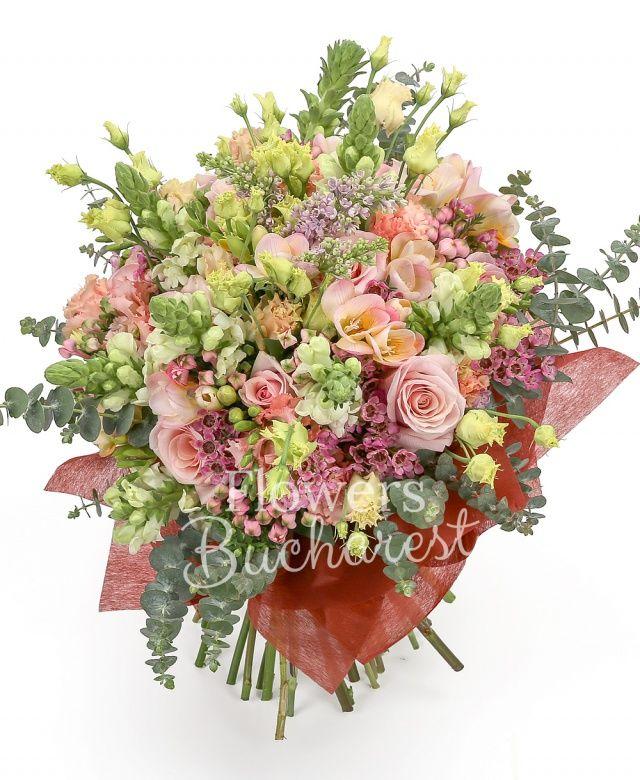 6 anthurium, 7 frezii mov, 4 trandafiri roz, 5 lisianthus roz, 4 bouvardia, 2 waxflower, eucalypt
