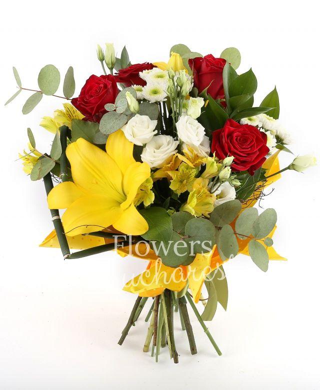 5 trandafiri rosii, 2 crini galbeni, 3 santini albi, 3 alstroemeria galbene, 5 lisianthus alb, ruscus, eucalypt, cuib