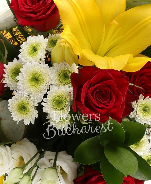 4 trandafiri rosii, 2 crini galbeni, 2 santini albi, 2 alstroemeria galbene, 4 lisianthus alb, ruscus, eucalypt, cuib