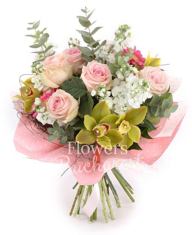 7 trandafiri roz, 10 matthiola alba, 5 gerbera roz, cymbidium verde, eucalypt, salal, cuib