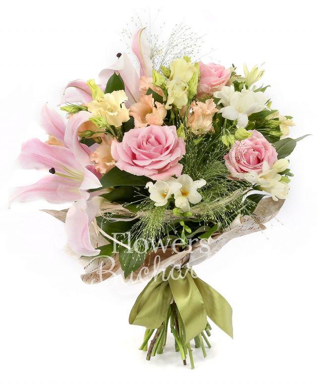 1 crin roz, 3 trandafiri roz, 3 lisianthus roz, 5 frezii albe, 2 alstroemeria alba, panicum, salal, cuib