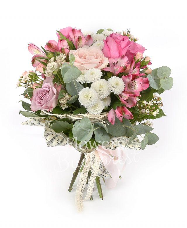 2 trandafiri cyclam, 2 trandafiri roz, 2 trandafiri mov, 2 miniroze roz, 2 alstroemeria roz, 2 santini albi, astranția alba, waxflower alb, eucalypt, salal, cuib
