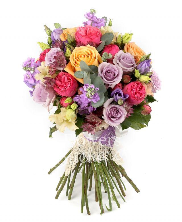 7 trandafiri piano, 7 trandafiri mov, 5 trandafiri banan, 5 matthiola mov, 3 lisianthus roz, 3 lisianthus mov, astranția grena, eucalypt, salal