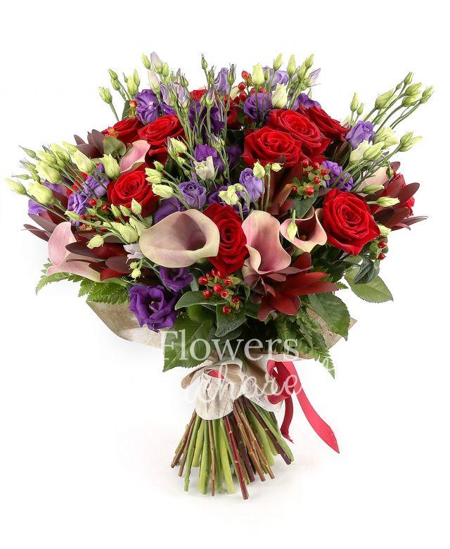 9 trandafiri rosii, 7 cale roz, 7 leucadendron, 6 hypericum roșu, 8 lisianthus mov