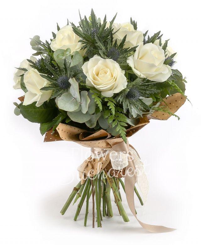 9 trandafiri albi, 4 eryngium, eucalypt