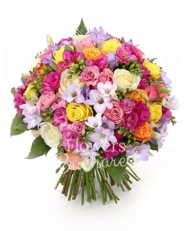 7 trandafiri albi, 7 trandafiri galbeni, 7 trandafiri roz, 7 trandafiri portocalii, 15 frezii mov, 15 frezii ciclam, salal
