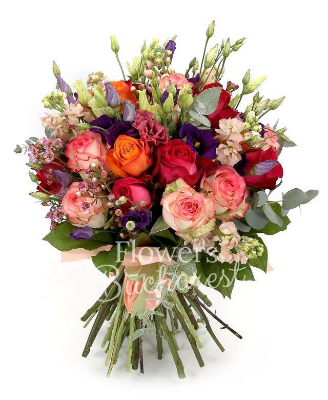 7 trandafiri rosii, 3 trandafiri portocalii, 7 trandafiri roz, 7 matthiola crem, 5 lisianthus mov, 3 lisianthus roz, waxflower roz, eucalypt, salal