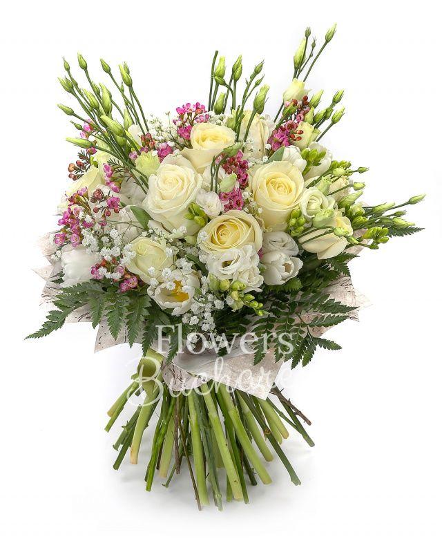 10 trandafiri albi, 10 lalele albe, 7 lisianthus alb, 10 frezii albe, waxflower roz, gypsophila