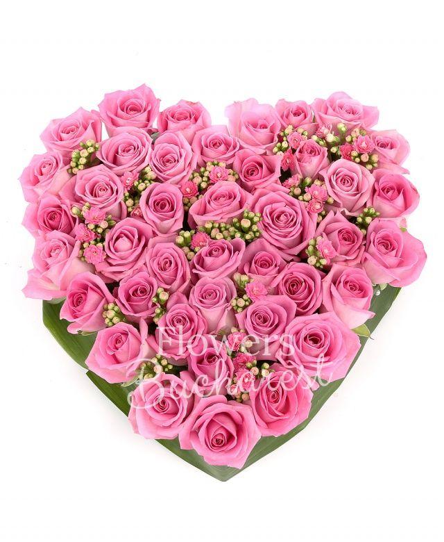 39 trandafiri roz, kalanchoe, suport inima